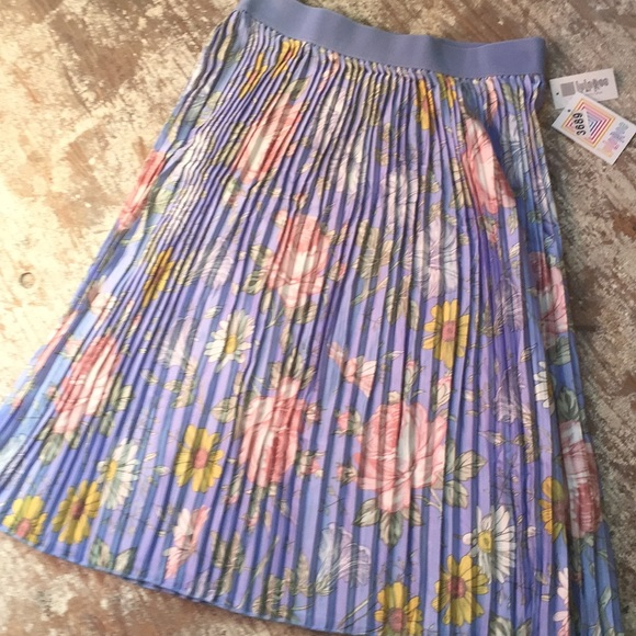 Beautiful pastel pleated skirt by Lularoe